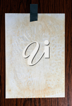 Note paper sticked on wood background