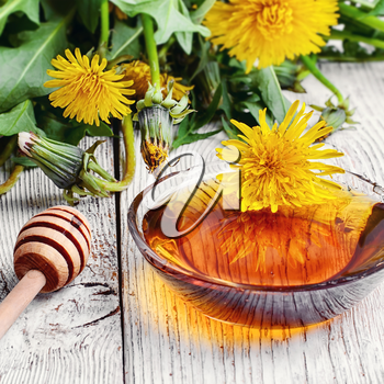 Saucer therapeutic honey made from dandelions in national recipe