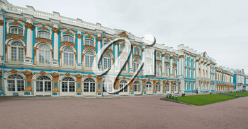 Catherine Palace in Tsarskoye Selo about the city of St. Petersburg, the Lateral panorama.