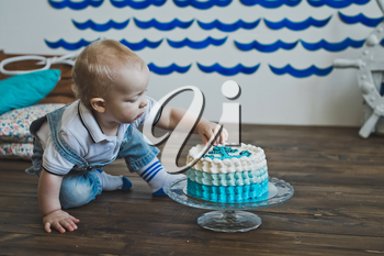 Kid eats cake with his hands.
