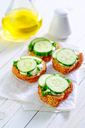 bread with cucumber